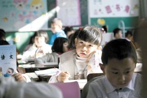 云南推进义务教育均衡发展 小学每个班学生不超45人