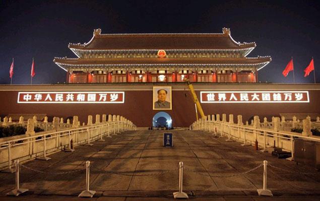天安门城楼更换毛主席像迎国庆