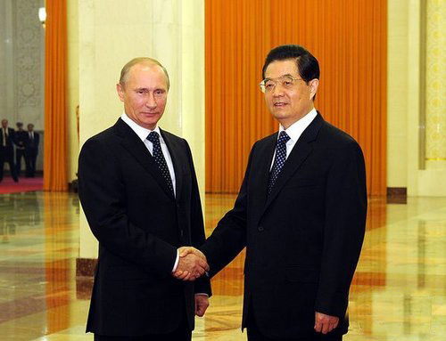 主席会见俄总理