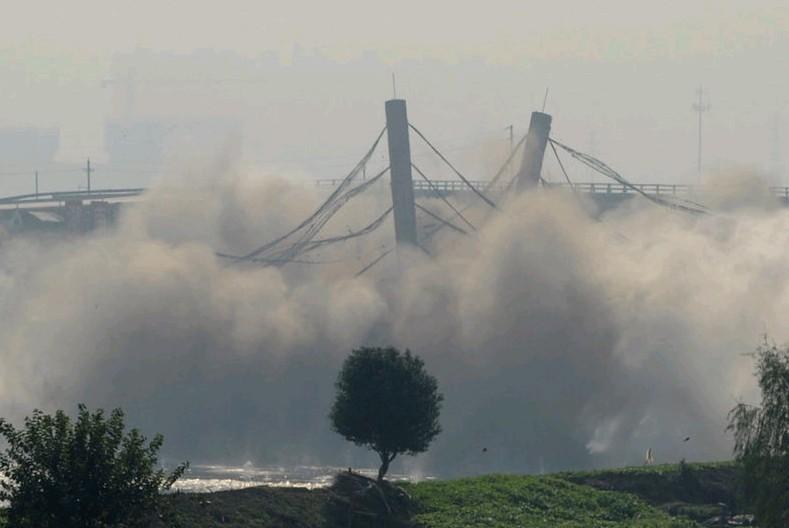 湖南长沙爆破拆除浏阳河大桥