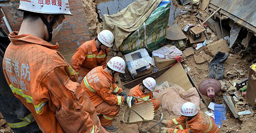 江西赣州一民房倒塌 母子睡梦中遇难