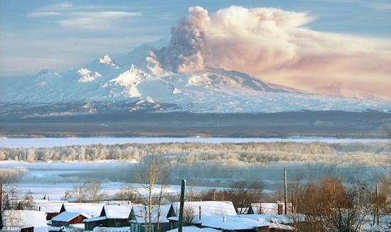 俄罗斯火山爆发
