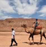 新疆吐鲁番持续高温 火焰山地表温度高达76℃