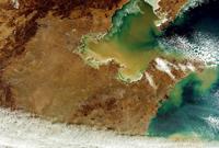 欧空局卫星拍摄地球壮观地貌:黄河裹沙入海