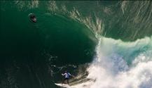 玩命!冲浪者挑战世界最危险海浪