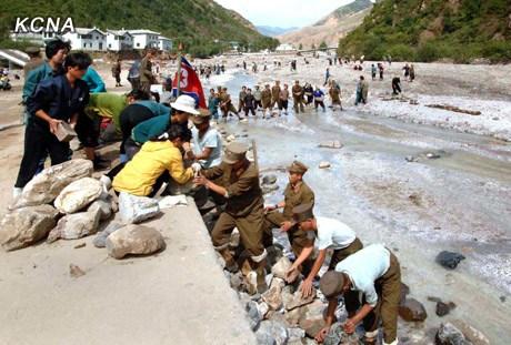 朝鲜推进灾区重建 安顿灾民生活恢复通车