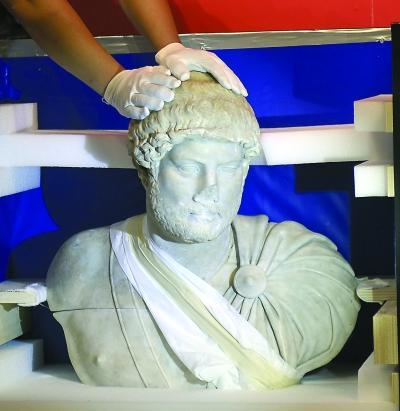 300件罗马帝国文物武汉展出 3件文物有缺损