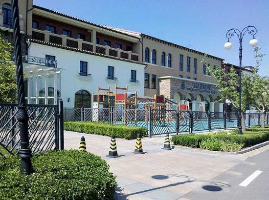 揭秘北京贵族学校 每年学费20万有钱难进