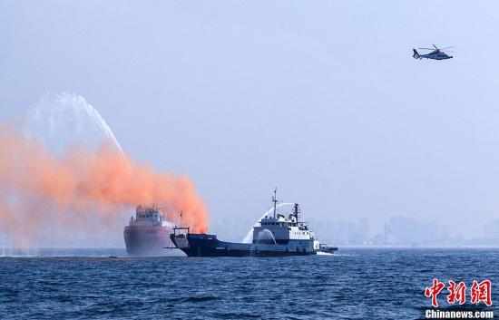 广西在北部湾举行大规模海上搜救演习