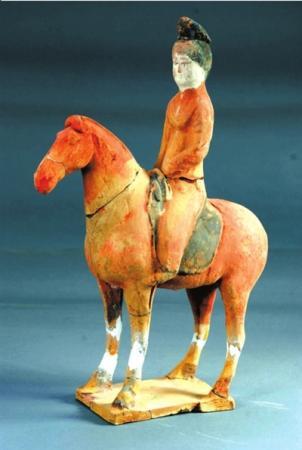 西安发现盛唐宫女公墓 女骑马俑出土