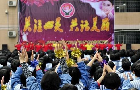女子监狱举办健美操比赛迎妇女节