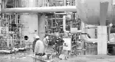 上海石化热渣油泄漏引发大火 非油罐起火无伤亡