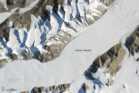 南极洲壮观冰川照