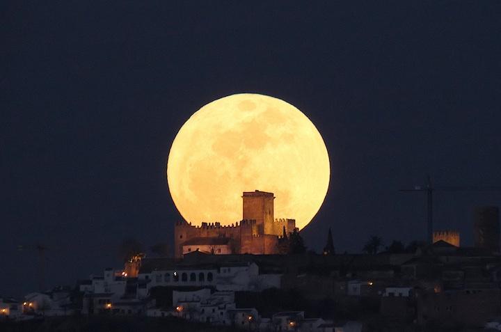 看图学文--超级月亮