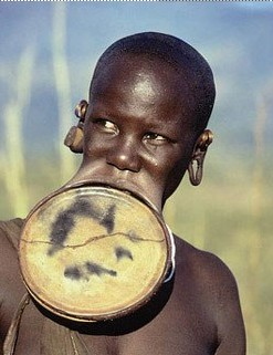 穆尔西部落:埃塞俄比亚奇异风情嘴大为美