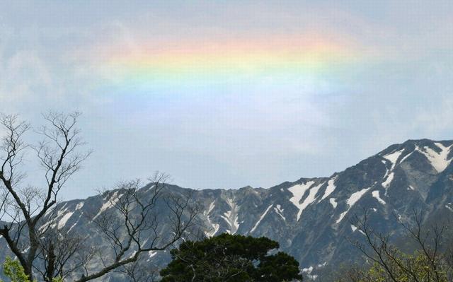 """日本多地观测到""""直线彩虹""""奇景"""