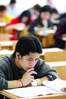 中国考生在美国高考中及格率低源于高考制度的差异
